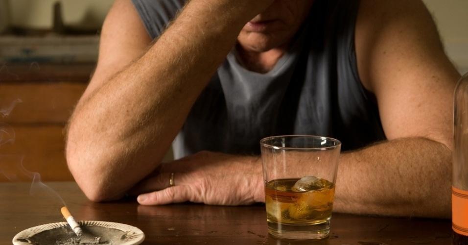A associação entre o consumo de álcool e depressão depende do modo como ela é avaliada?