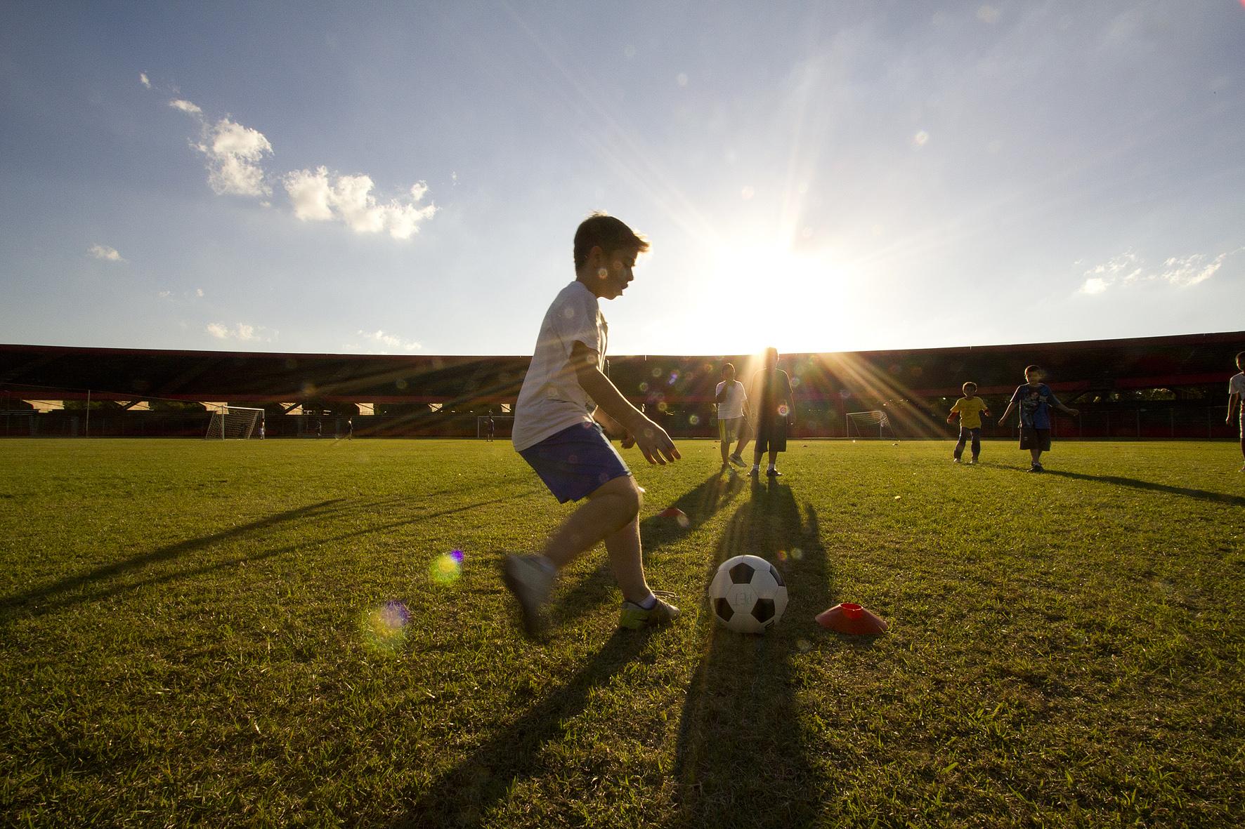 Praticar esportes desde a infância reduz consumo de álcool na fase adulta