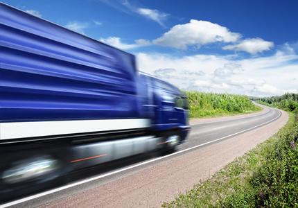Pesquisa revela que 66% dos caminhoneiros consomem álcool em excesso