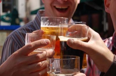 Consumo excessivo e frequente de álcool na faculdade pode causar doenças cardíacas