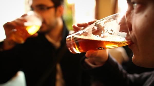 Como saber se está abusando do álcool?