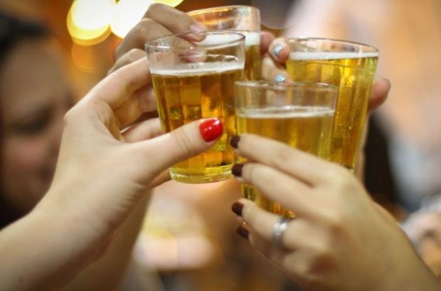 4 mitos sobre o alcoolismo que você precisa conhecer