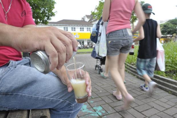 Cascavel (PR) cria lei que proíbe o consumo de álcool em locais públicos