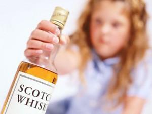 Crianças e bebidas alcoólicas não combinam. Saiba o porquê!