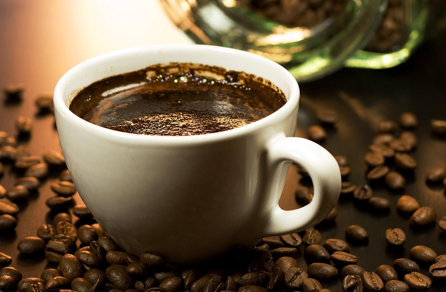Café corta o efeito do álcool?