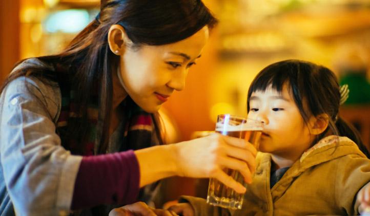 Por que não devemos dar bebidas alcoólicas para crianças?