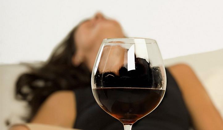 Vídeo : Como ajudar uma pessoa alcoolista ?