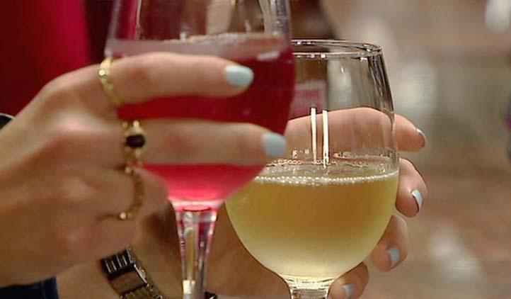 Mulheres com mais estudo têm mais chances de abusar do álcool