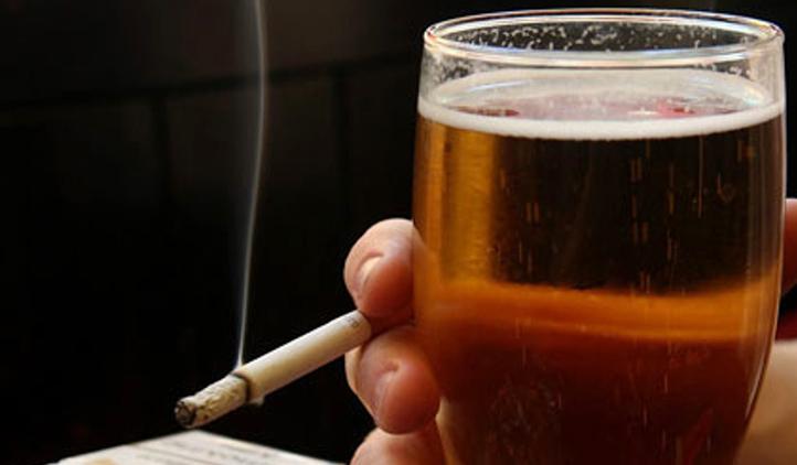 Por que é importante largar o cigarro para ficar longe da bebida?
