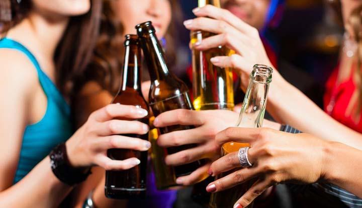 Álcool em excesso na adolescência pode afetar futuras gerações, diz estudo