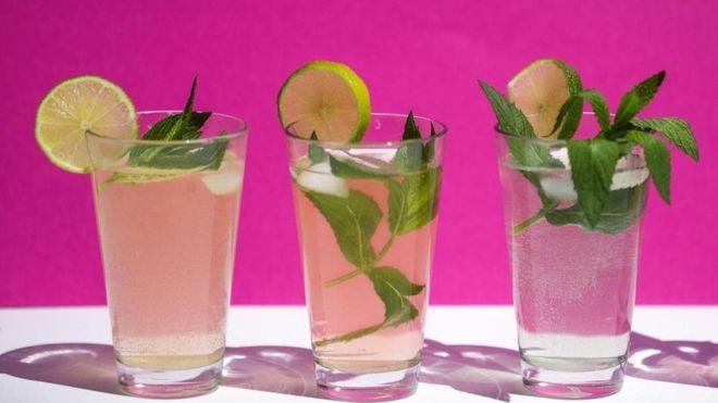 Por que o abuso de álcool impacta mais as mulheres que os homens