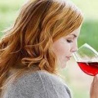 Uma em cada quatro mulheres com câncer de ovário admite consumo de álcool