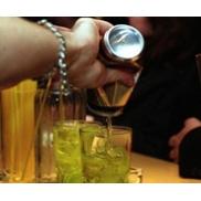 Consumidor se arrisca ao misturar energético com bebida alcoólica